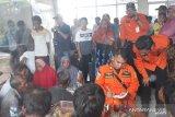 Kapal nelayan Sasak Pasaman Barat tenggelam dihantam badai, 18 awak kapal selamat