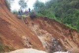 BPBD : Bencana longsor tutup akses jalan di Burasia Bittuang Tana Toraja
