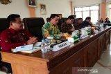 Polemik tak kunjung tuntas, DPRD Kalteng tinjau jalan eks pertamina di Bartim
