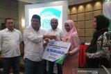 BP Jamsostek Cabang Padang serahkan santunan kecelakaan kerja kepada pesertanya