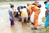 Korban hanyut di Dharmasraya ditemukan meninggal tiga kilometer dari lokasi awal