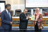 Prof  Anwar Arifin luncurkan buku karyanya ke-59