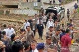 Jokowi tinjau kampung longsor, tempat tewasnya tujuh warga di Sukajaya