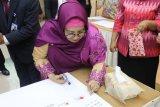 Bubuhkan cap jempol bertinta darah, Kepala BKKBN Sumbar tegaskan institusinya anti korupsi
