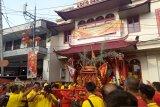Etnis Tionghoa gelar arakan Cap Go Meh meriahkan tahun baru Imlek 2571 di Padang