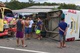 Kecelakaan bus PT Antam dan truk, satu siswa meninggal
