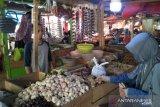 Harga  bawang putih di Pasar Induk Cianjur naik dua kali lipat