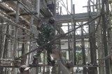 Babinsa dan masyarakat Mamosalato gotong royong perbaiki masjid