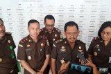 Kapuspenkum jelaskan Kejagung masih proses oknum jaksa Lampung Utara