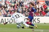 Griezmann bela Giroud dari semprotan Benzema lewat Instagram live
