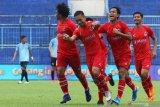 Pesepak bola Sabah FA-malaysia, Alto Unus (kedua kanan) melakukan selebrasi bersama rekan-rekannya usai mencetak gol ke gawang Persela dalam pertandingan Piala Gubernur Jatim Grup B di Stadion Kanjuruhan, Malang, Jawa Timur, Sabtu (15/2/2020). Sabah FA mengimbangi Persela dengan skor akhir 2-2. Antara Jatim/Ari Bowo Sucipto/zk.