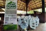 ACT distribusikan puluhan galon air minum wakaf