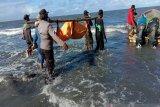 Tim gabungan evakuasi jasad korban laka di perairan Pantai Powai, Papua