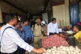 Polda Papua bersama instansi terkait sidak pasar Jayapura cek bahan pokok
