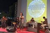 Ary Juliyant bersama tembang baladanya di album