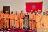 Kapolres Malra AKBP Indra Siregar dikukuhkan menjadi anak adat Kei