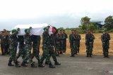 Jenazah anggota TNI korban jatuhnya helikopter Mi-17 tiba di Sorong