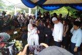 Anak BCL Noah menangis histeris saksikan Ashraf dimakamkan