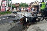 Empat sepeda motor terbakar akibat bentrokan suporter Persebaya-Arema