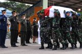 Kedatangan Jenazah Korban Jatuhnya Helikopter di Papua