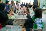 Guru dan murid satu kelas SD di Sampit keracunan kue ulang tahun