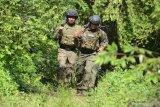 Sejumlah prajurit Taifib 2 Marinir dengan menggunakan Battle Dress Uniform (BDU) lengkap Plat Baja terpasang serta Combat Helmed dan senjata saat mengikuti lomba cross country di Bhumi Marinir Karangpilang, Surabaya, Jawa Timur, Kamis (20/2/2020). Lomba cross country dalam rangka memperingati HUT ke-59 Batalyon Intai Amfibi Korps Marinir tersebut bertujuan meningkatkan profesionalisme prajurit Tri Media. Antara Jatim/Serka Mar Kuwadi/zk