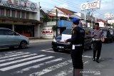 Honda Brio oleng tabrak sepeda motor di Banyumas tewaskan suami istri