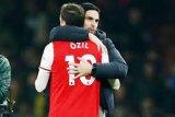 Mesut Ozil, Torreira tak ikut Arsenal terbang ke Yunani hadapi Olympiakos