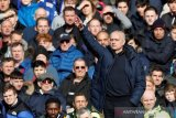 Inggris masih lockdown, Jose Mourinho awasi latihan pemain Spurs via video
