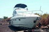 Kapal WNA terdampar di Pulau Bengkalis akibat mesin rusak