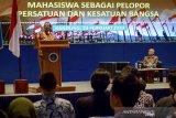 Menkopolhukam Mahfud MD memberikan pemaparan saat menjadi pembicara dalam Seminar Bela Negara dengan tema