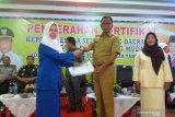 Bupati Rokan Hilir serahkan sertifikat kepala TK daerah 3T