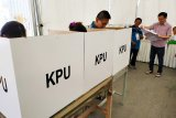 MK tolak gugatan,  Pemilu tetap serentak