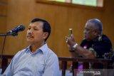 Terdakwa kasus suap Meikarta Iwa Karniwa menjalani sidang lanjutan dengan agenda pembacaan tuntutan di Pengadilan Tipikor, Bandung, Jawa Barat, Senin (24/2/2020). Dalam sidang tersebut Jaksa KPK menuntut Iwa Karniwa dengan hukuman pidana 6 tahun kurungan penjara serta denda 400 juta subsider 3 bulan karena diduga menerima suap berupa uang Rp 900 juta dalam kasus suap perizinan Meikarta. ANTARA JABAR/Raisan Al Farisi/agr
