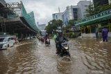 Banjir Jakarta surut, beberapa jalan masih tergenang