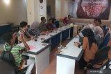 Suasana kunjungan perwakilan BPJS Kesehatan Jember, Pasuruan, Sidoarjo dan Gresik di Kantor LKBN Antara Biro Jawa Timur, Rabu (26/2/2020). Kunjungan tersebut dalam rangka menjalin silahturahmi dan membicarakan terkait perkembangan BPJS Kesehatan di sejumlah wilayah di Jawa Timur. Antara Jatim/Indra Setiawan/ZK
