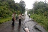 Longsor dan jalan ambles di wilayah barat Gorontalo Utara