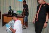 Simson Pong diamankan pihak keamanan Bandara El Tari Kupang