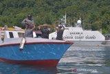 Bakamla Zona Maritim Tengah Simulasi  Penangkapan Kapal Nelayan Asing