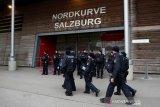 Badai paksa laga Salzburg vs Frankfurt ditunda