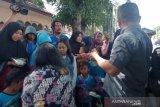 GPdI Ebenhaezer berbagi makanan ke pemulung dan pengemis di Palu