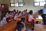 Yayasan konservasi edukasi siswa kelola sampah di Wakatobi