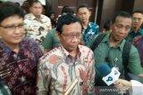 Mahfud MD meminta masyarakat abaikan hoaks soal COVID-19 di Indonesia
