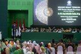 Presiden RI Joko Widodo memberikan sambutan saat Pengukuhan guru besar Dr KH Asep Saifuddin Chalim di Universitas Islam Negeri Sunan Ampel (UINSA) Surabaya, Jawa Timur, Sabtu (29/2/2020). KH Asep Saifuddin Chalim dikukuhkan sebagai Guru Besar Bidang Ilmu Sosiologi  di Universitas Islam Negeri Sunan Ampel (UINSA) Surabaya. Antara Jatim/Umarul Faruq/zk