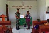 Prajurit TNI salurkan bantuan 200 Alkitab  ke gereja perbatasan RI-PNG