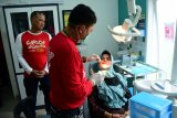 Tim medis Lantamal VI baksos di Pulau Kodingareng Lompo