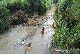 Relawan bersihkan Sungai Papah Kulon Progo antisipasi banjir
