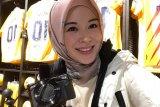 Ayana Moon jadi sering senyum usai masuk Islam
