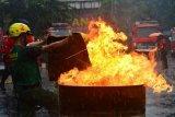 Lomba ketangkasan memadamkan api