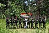 Personel TNI AD patroli patok di wilayah perbatasan Indonesia-PNG